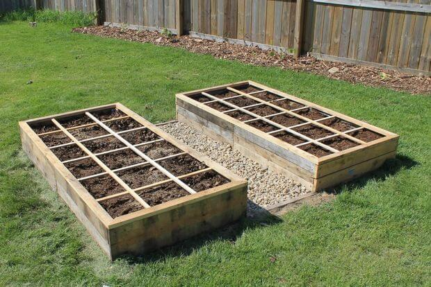 cheap raised garden bed from pallets