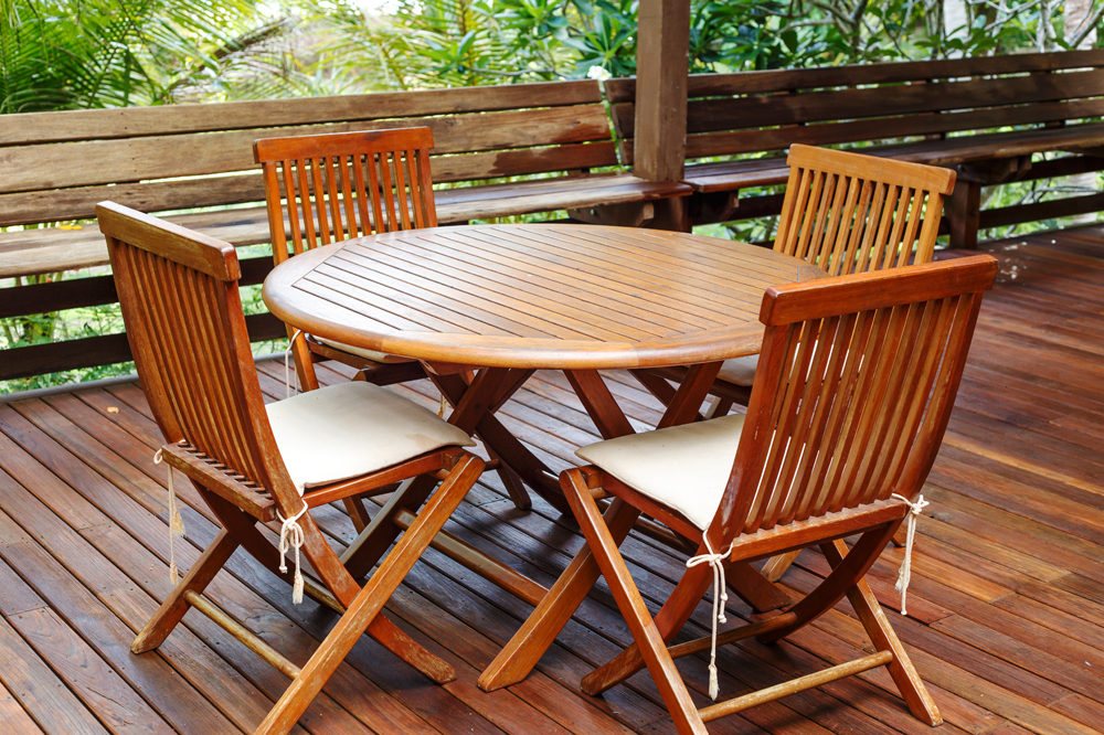 The Best Oils for Outdoor Wood Furniture