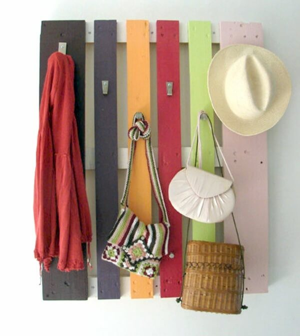Add a little splash of color and some room for hanging items with this pallet hanger wall art.