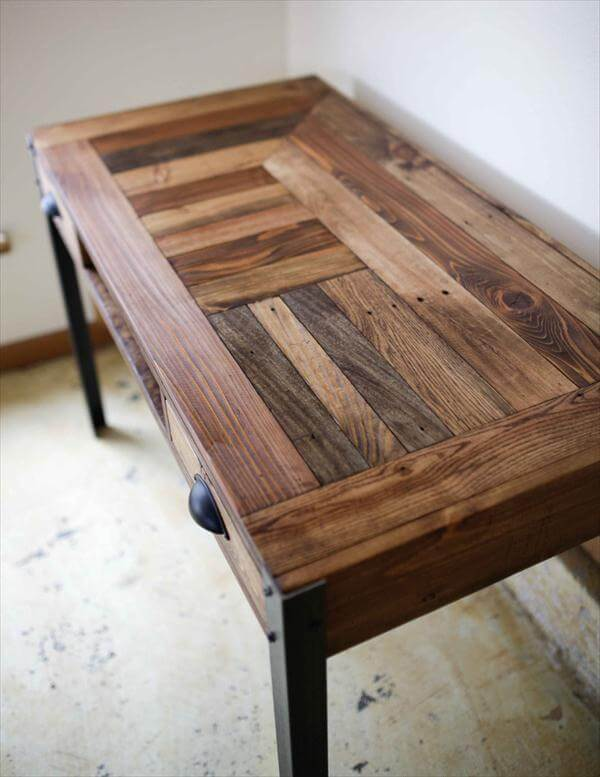 Beautiful pallet desk with a unique pattern and stained to bring out the different textures and grains.