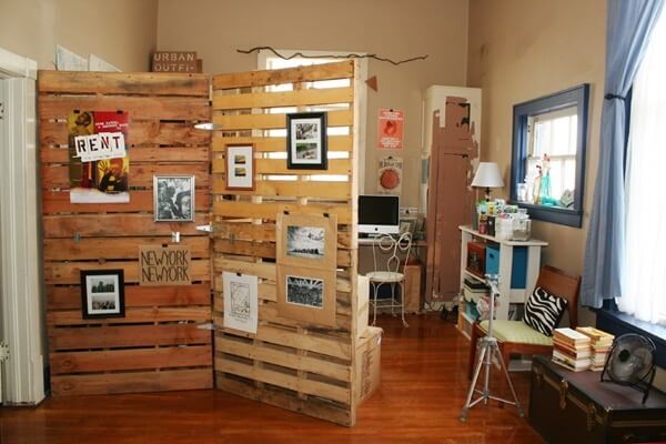 Giving your living space multiple purposes by defining areas with this pallet room divider.