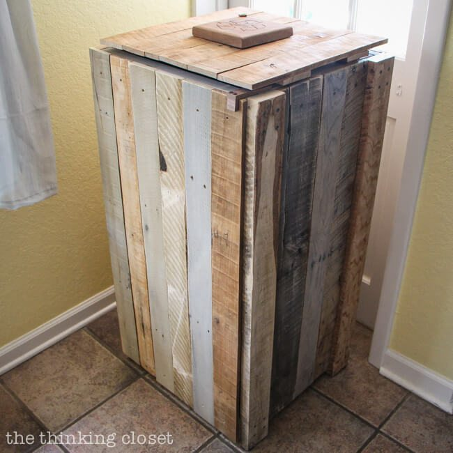 Recycled pallets create a very attractive recycle bin and a nice alternative to unsightly open recycle buckets.